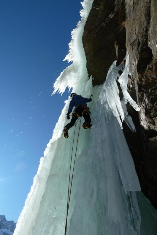 La Guida Alpina Claudio Bernardi sale la cascata 'Di fronte al Tradimento'